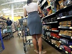 Thin skirt no panties Pt.1