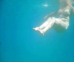Full naked granny under the water for voyeurs