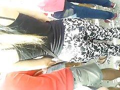 deliciosa hembra mostrando leggins:-)