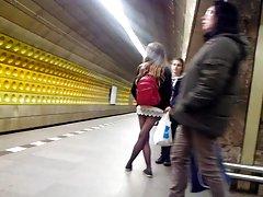 Sexy legs im metro Sexy Beine in der U-Bahn