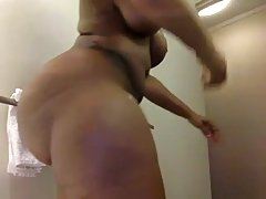 Ebony Porn Queen Showering