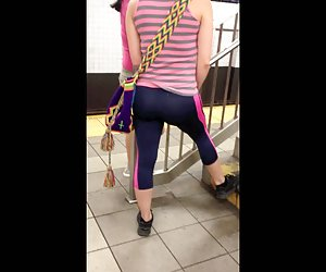 NYC subway voyeur sexy latina yoga pants