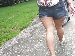 Thick wide hips walking