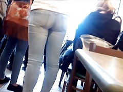 YOUNG COLLEGE GIRL VERY TIGHT ASS IN CLEAR JEANS HIDDEN CAM