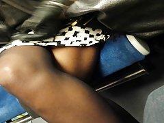 jambes sexy d une black dans le RER