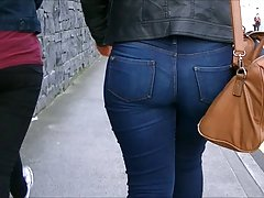 Candid bubblebutt blonde in jeans